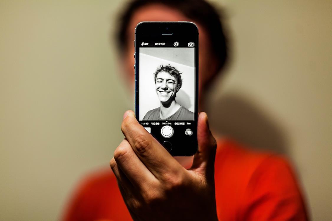 rozpoznawanie twarzy na Facebooku przez telefon